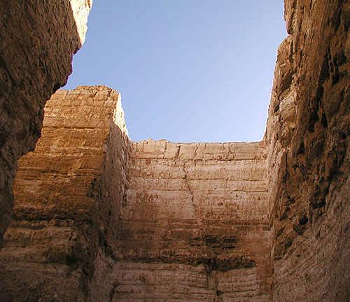 Стены погребальной камеры пирамиды Реджедефа