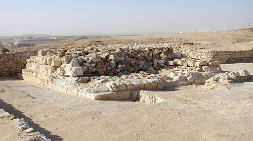 Пирамида-спутник фараона Джедефре