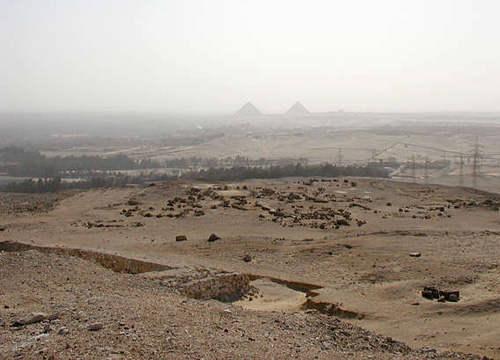 Вид на пирамиды Гизы с пирамиды Джедефре
