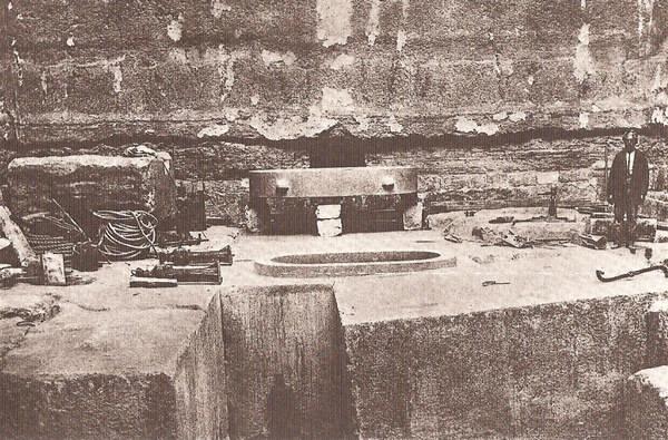 Незавершенная пирамида в Завиет-эль-Ариане. Погребальная камера.