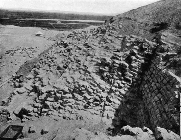 Пирамида Хабы. Вид с востока.