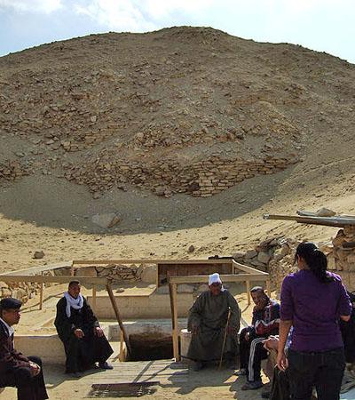 Вход в пирамиду Тети.