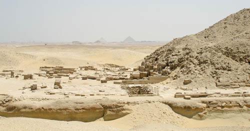 Пирамида Униса. Вид на заупокойный храм с восточной стороны.