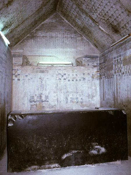 Пирамида Униса. Погребальная камера и саркофаг.