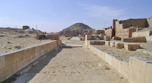 Дорога для процессий к пирамиде фараона Униса. Вид на восточную сторону.