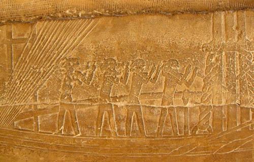 Дорога для процессий к пирамиде фараона Униса. Барельеф с лодкой для перевозки каменных глыб.