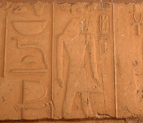 Барельеф на территории заупокойного храма фараона Пепи II.
