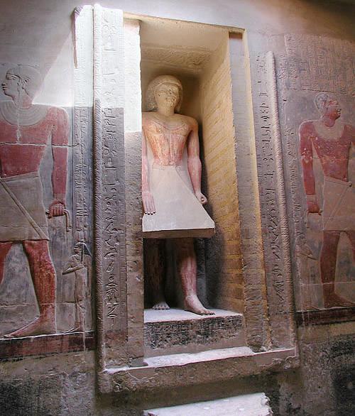 Статуя Мереруки в углублении для ложной двери
