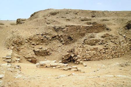 Внешний вид пирамиды Сехемхета. Саккара.