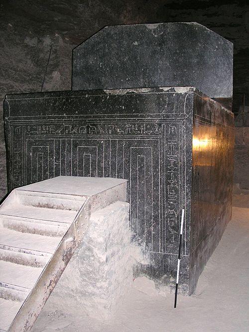 Саркофаг во всей красе.Serapeum Saqqara.