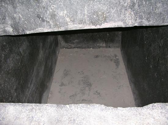 Отделка внутренней стороны саркофага Аписа. Серапеум Саккара.