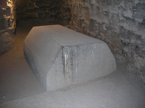 Крышка без саркофага. Serapeum Saqqara.