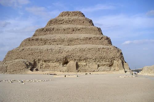 Южная сторона пирамиды Джосера.