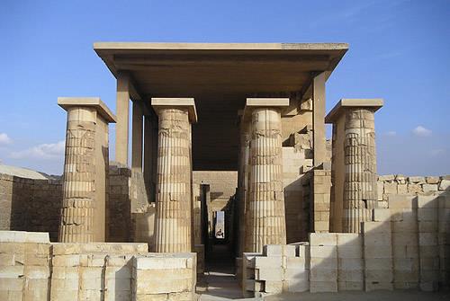 Четыре пары колонн. Комплекс пирамиды Джосера.