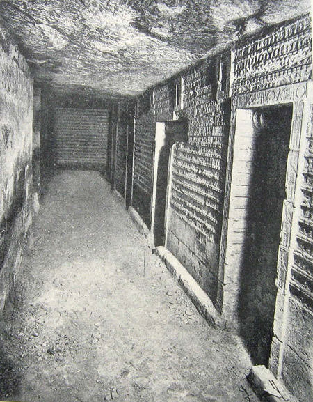 Подземный коридор и вход в помещения пирамиды Джосера.