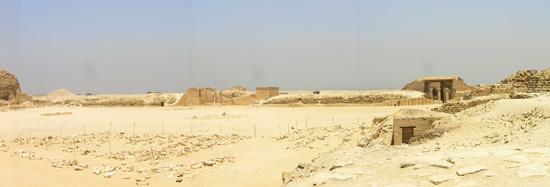 Вид на восточную сторону комплекса фараона Джосера.