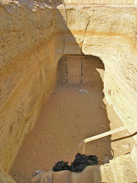 Саисский вход в подземную часть пирамиды фараона Джосера.