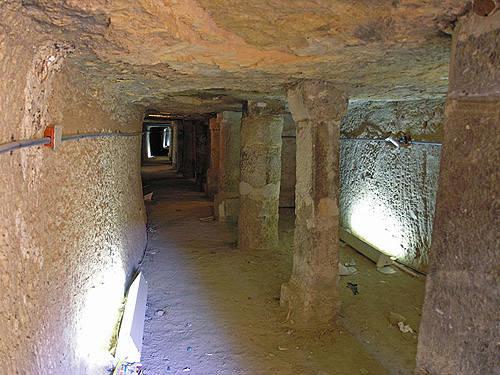 Подземные проходы внутри пирамиды Джосера.