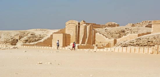 Колонны храма Т. Пирамида Джосера. Погребальный комплекс.