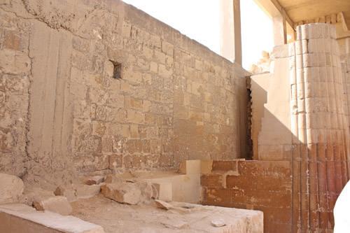 Северная сторона помещения с парными колоннами. Фараон Джосер. Погребальный комплекс.