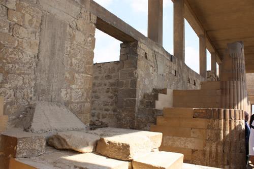 Боковой проем для прохода во двор хеб-сед. Комплекс пирамиды Джосера.