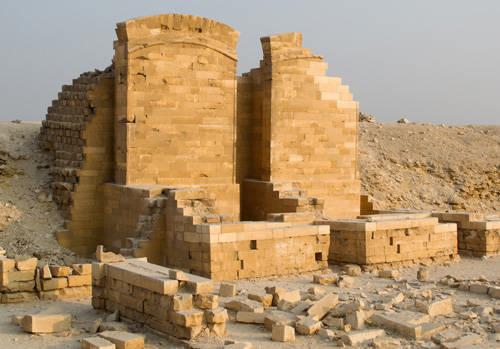 Придел третьего вида. Восточная сторона двора. Пирамида Джосера.