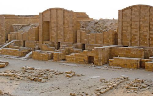 Молельни западной стороны двора Юбилеев. Комплекс пирамиды Джосера.