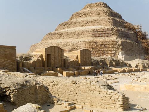 Приделы на западной стороне двора Юбилеев со сводчатой крышей. Комплекс пирамиды Джосера.