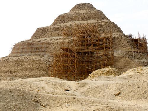 Восточная сторона. Пирамида Джосера.