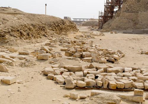 Дорога вдоль восточной стороны пирамиды Джосера. Погребальный комплекс.
