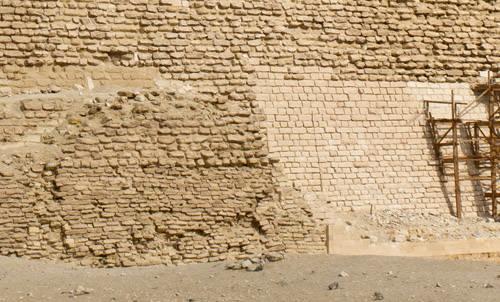Реставрация комплекса пирамиды Джосера с южной стороны.