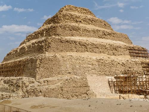 Юго- западный участок пирамиды Джосера.