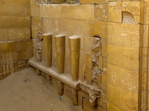 Горельефы запоров.Придел двора хеб- сед. Погребальный комплекс Джосера.