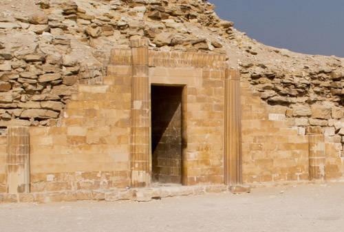 Колонны Южного дома комплекса ступенчатой пирамиды.