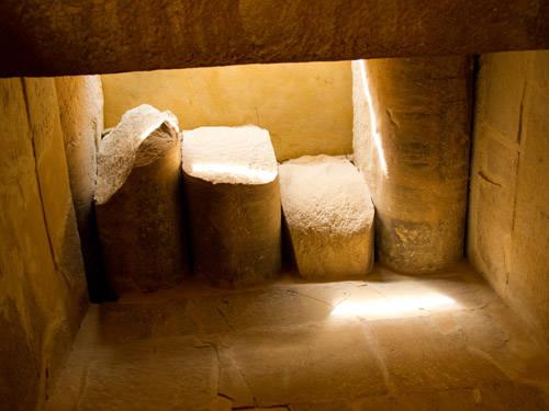 Верхние балки храма Южного дома. Пирамида Джосера. Саккара.