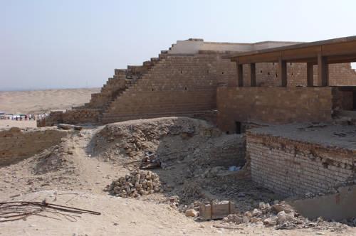 Боковой выход из колоннады. Фараон Джосер. Погребальный комплекс.