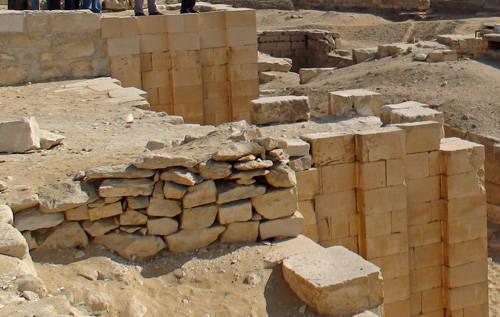 Внешняя стена. Вид сверху. Фараон Джосер. Погребальный комплекс.