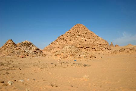Южные пирамиды в Гебель - Баркал. Судан.