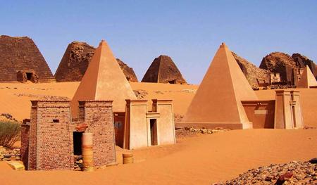 Северные пирамиды Мероэ 25, 26 и 27.