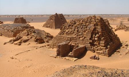Западное поле пирамид Мероэ.