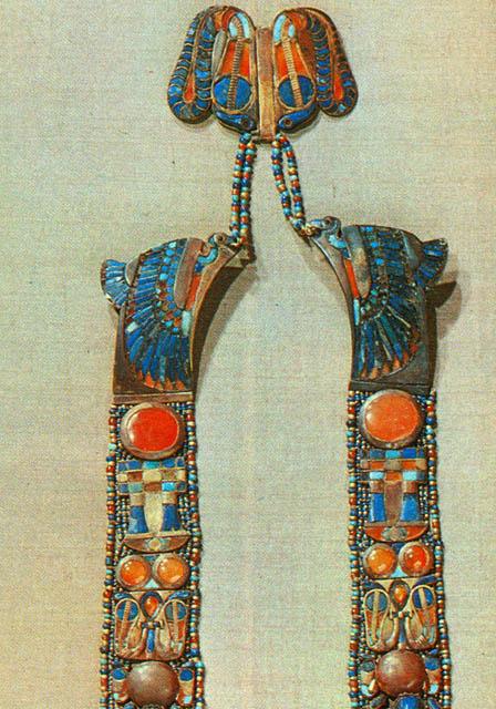 Ожерелье в форме скарабея. Верхняя часть. Гробница Тутанхамона.