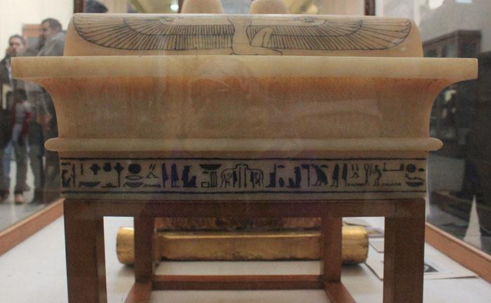 Крышка ящика для каноп фараона. Вид 1. Гробница Тутанхамона.