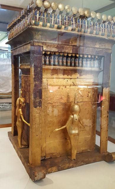 Молельня для хранения каноп Тутанхамона. Вид на западную и северную стороны.