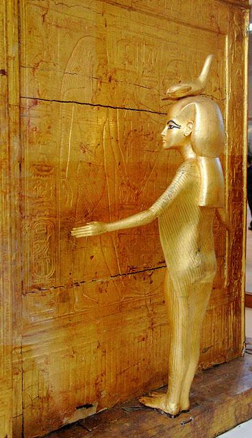 Молельня для хранения каноп Тутанхамона. Богиня Селкет на южной стороне.