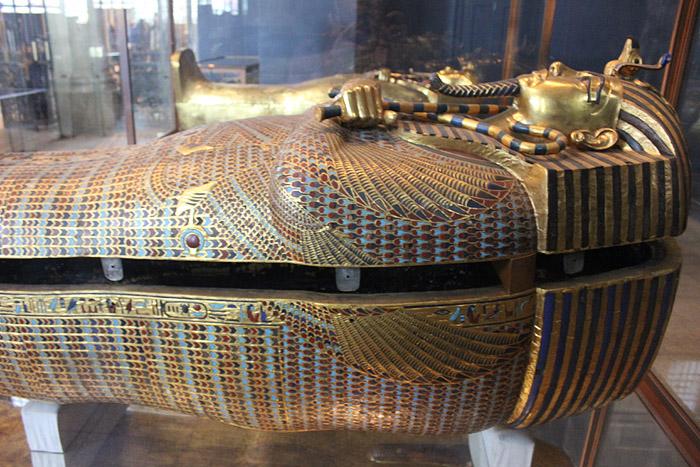 Второй антропоидный саркофаг Тутанхамона. Каирский музей.