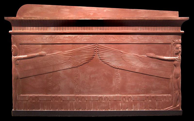 Кварцитовый саркофаг фараона Тутанхамона.